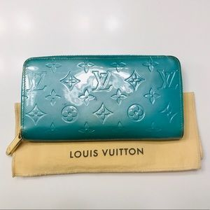 LOUIS VUITTON Bleu Lagon Zippy Vernis Wallet w bag